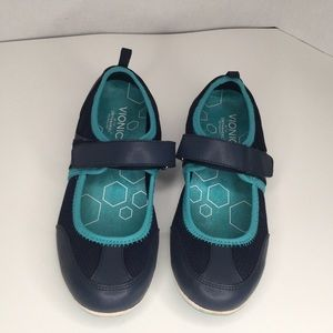 Vionic orthaheel blue leather Mary Jane shoes.